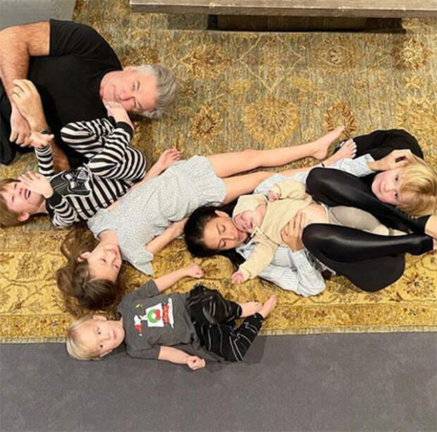 Как это возможно: Алек и Хилария Болдуин стали родителями в шестой раз через полгода после рождения пятого ребенка