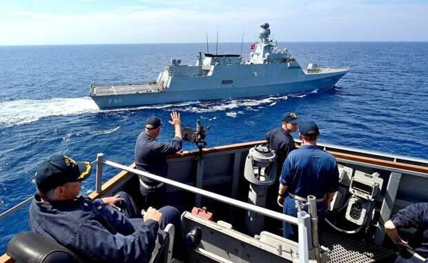 Турецкий флот прогнал греческий и французский корабли из «своих территориальных вод»
