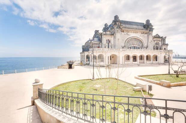 Заброшенное казино на побережье Черного моря