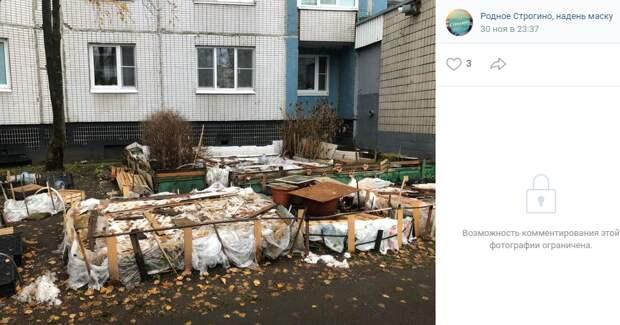 Клумбы на Таллинской укрыли от холодов и непогоды — управа
