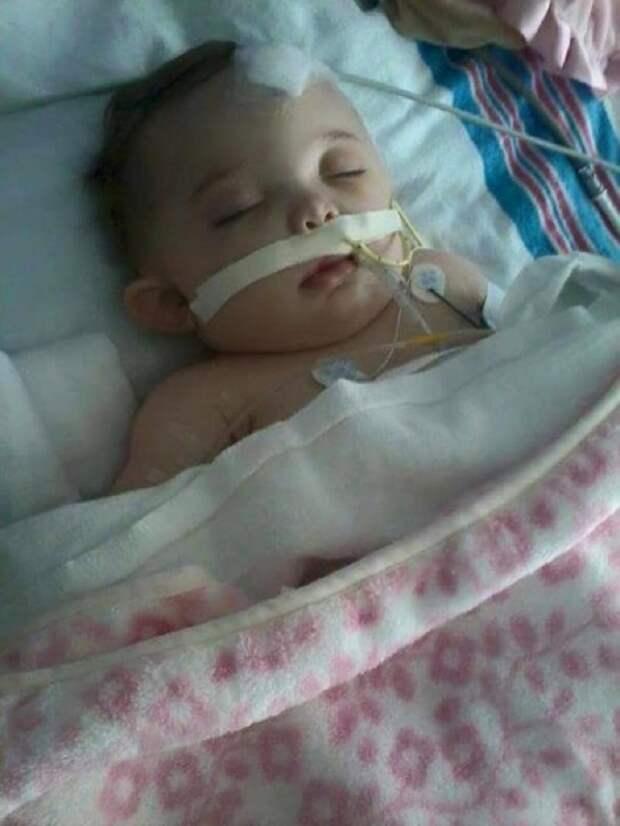 Малышку оставили с папой наедине… Через час врачи еле спасли ее от смерти!