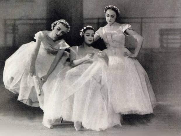 Трио бэби-балерин: Татьяна Рябушинская, Тамара Туманова и Ирина Баронова | Фото: liveinternet.ru