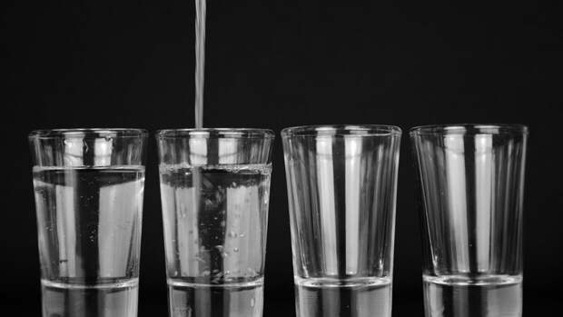 Диетологи предупредили об опасности воды натощак
