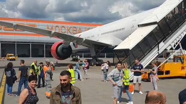 Летевший из Волгограда в Москву самолет экстренно сел в Шереметьево