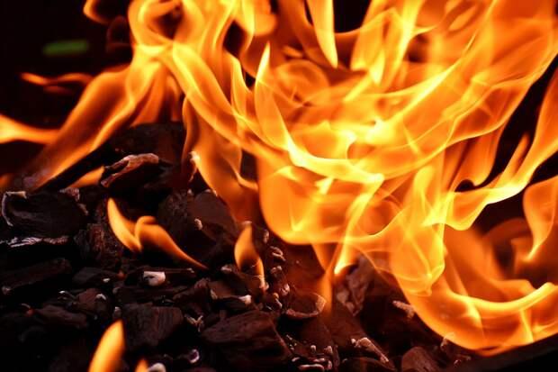 Четырехлетний ребенок погиб при пожаре в бараке в Астрахани