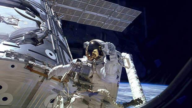 Космонавты вышли в открытый космос с МКС