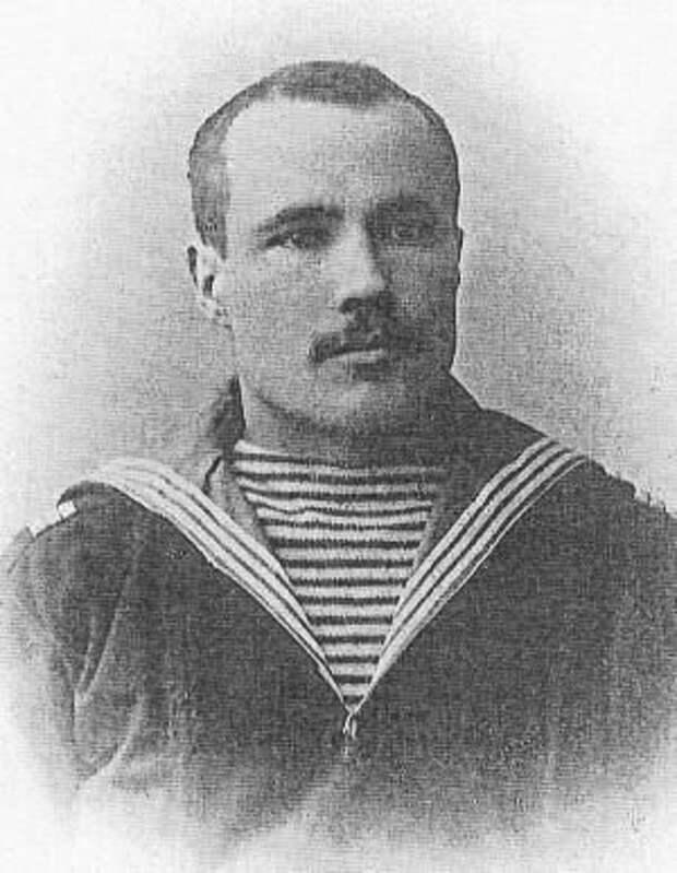 Алексей Новиков в годы службы на Балтфлоте. 1904 г.