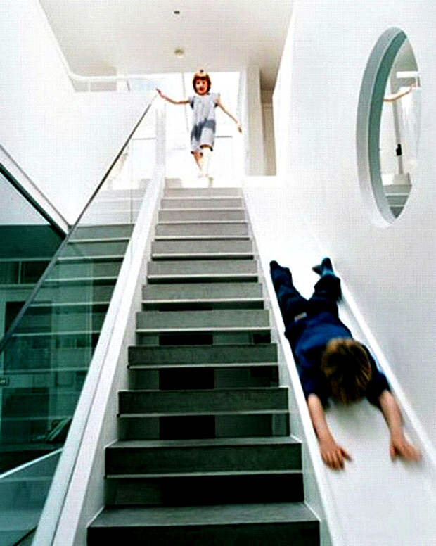 Лестница-горка. | Фото: Pinterest.