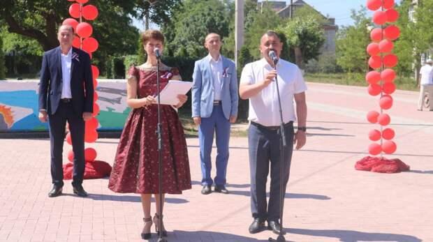 Владислав Хаджиев и  Олег Саннэ приняли участие в торжественном митинге ко Дню России