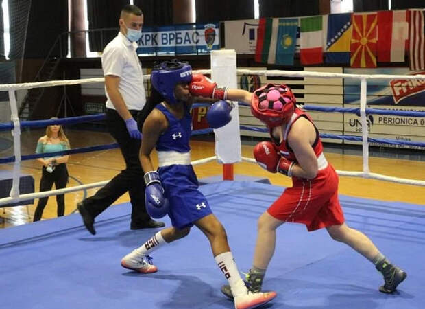 Девушку-боксера сУрала признали сильнейшей вмире
