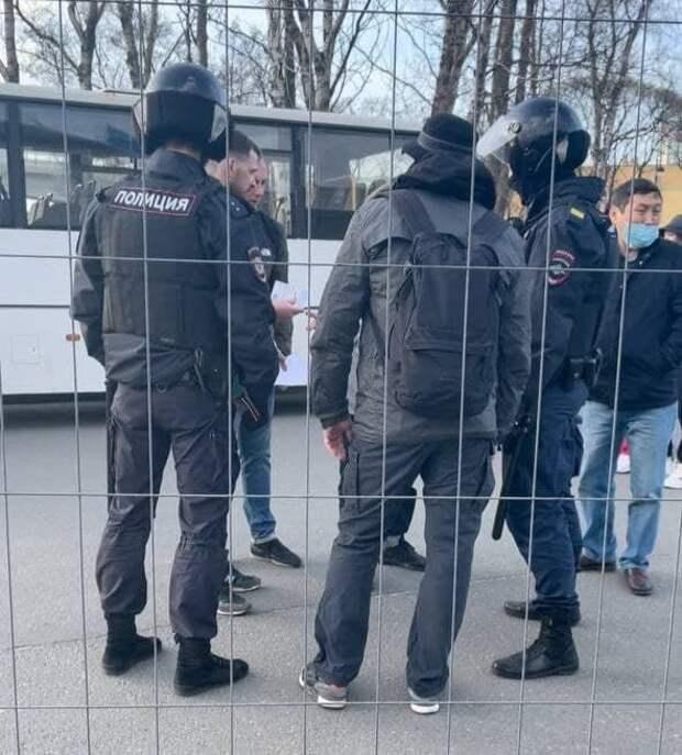 4 болельщика «Локомотива» задержали без объяснения причин перед матчем с «Зенитом»