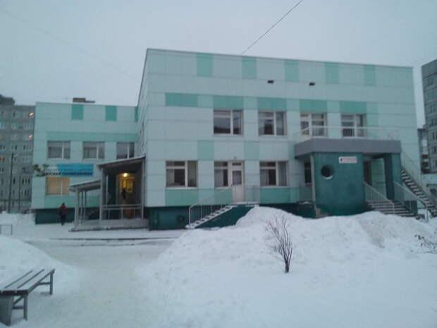 Пациентка больницы №4 в Архангельске пожаловалась на холод и плесень в палате