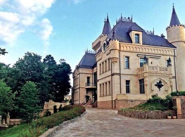 Алла Пугачева и Максим Галкин пошли на хитрость чтобы спасти свой замок