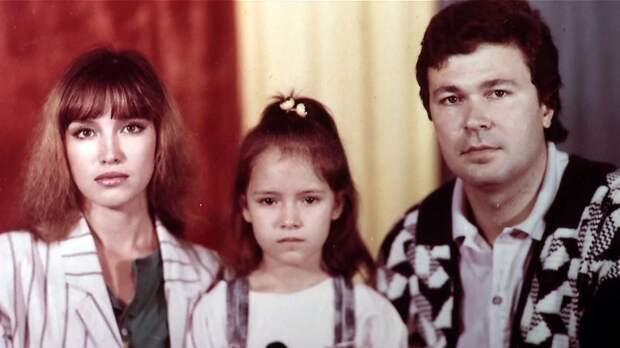 Анна Самохина с мужем и дочерью