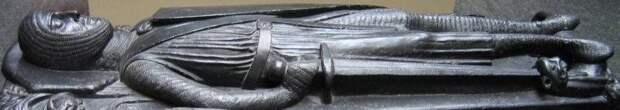 Мечи на скульптурных надгробиях