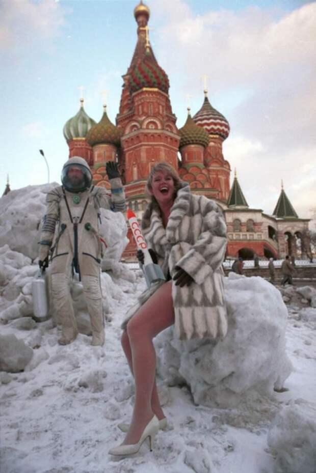 Модели позируют для первого в России мужского журнала «Андрей». Москва 1994.