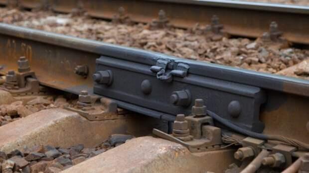 Вагон пассажирского поезда сошел с рельсов на западе Грузии