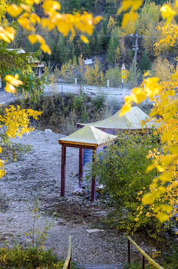По инициативе Данзан Хайбзун Римпоче у подножия годы, над рекой Сагаан Эрхуу (Белый Иркут), построен комплекс ритуальных сооружений.