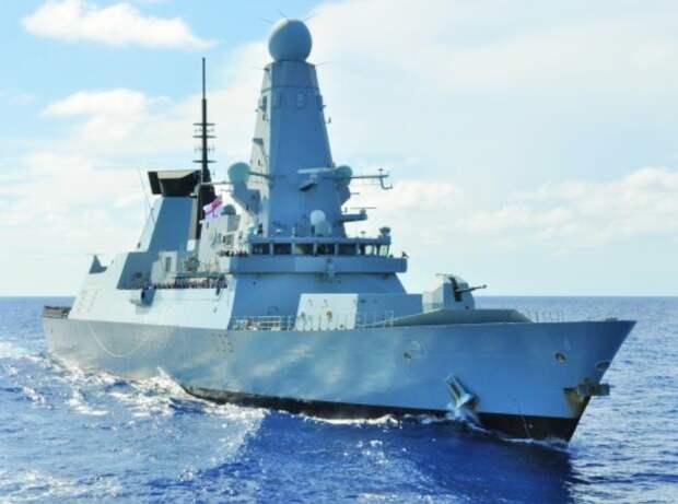 """Персидский залив стал для эсминцев """"тип 45"""" роковым местом. Поломки турбин, фирмы РоллсРойс преследовали их в 2016 году, во время операции против ИГИЛ,  """"из-за слишком тёплой воды"""". Теперь та же беда случилась с эсминцем Даймонд. Фото Royal Navy"""