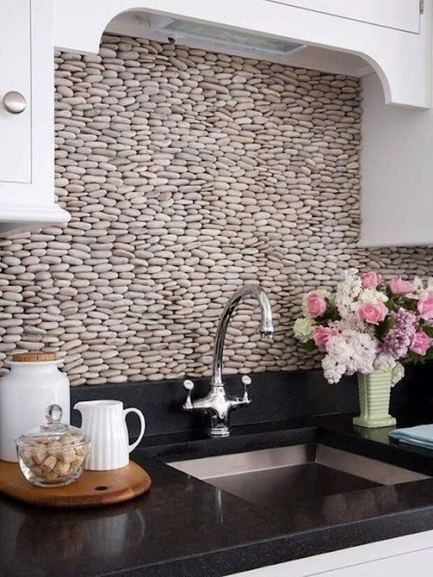 Идеи для кухонного фартука. Симпатично. Как только отмывать эти камешки? Фабрика идей, дизайн, дом, интерьер, камни, красота