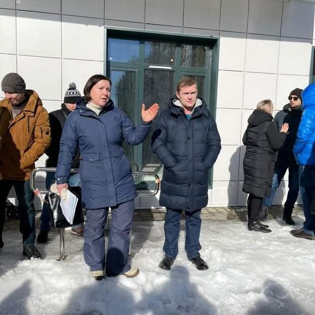 Власти района Северный приняли решение установить новые урны у подъездов домов