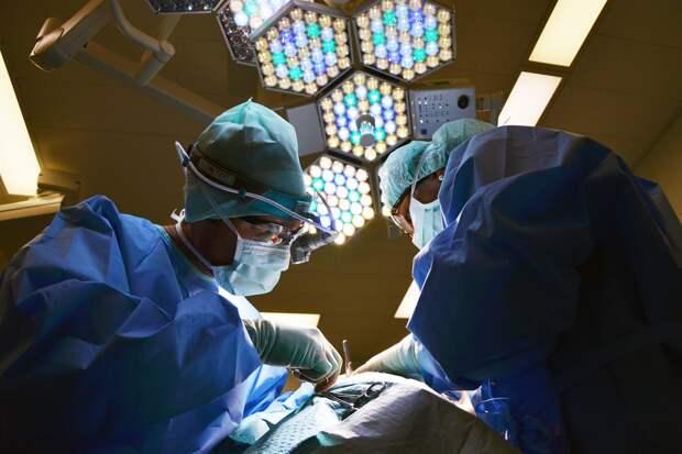 Хирурги провели операцию в горящем здании больницы в Благовещенске