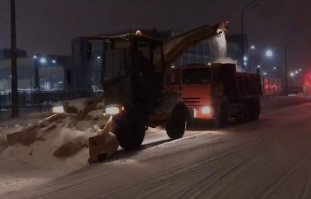 В управе Северного пояснили, почему коммунальщики формируют снежные валы