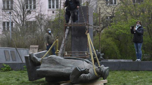 За снос памятников советским воинам должны ответить: Шойгу обратился к Бастрыкину