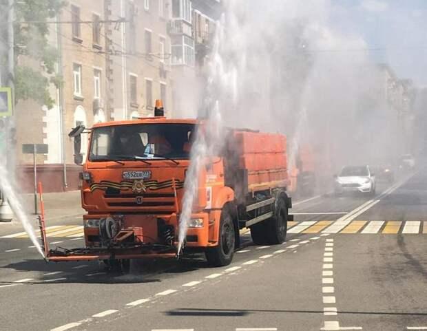 Коммунальщики Сокола 6 июня проведут дезинфекцию улиц и дворов