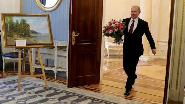 Президент поздравил россиянок с Международным женским днем