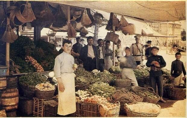 Уличный базар в Ялте. Май 1910. Российская империя.  Автор: Петр Веденисов