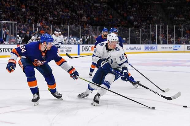 """""""Нью-Йорк Айлендерс"""" победили """"Тампа-Бэй Лайтнинг"""" в плей-офф НХЛ"""