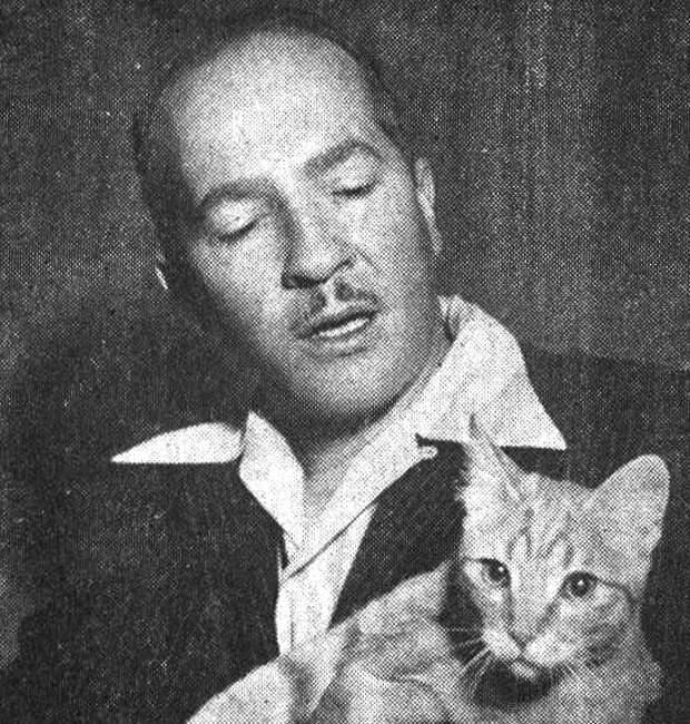 Хороший он человек всё же был... Котик у плохого сидеть не станет...