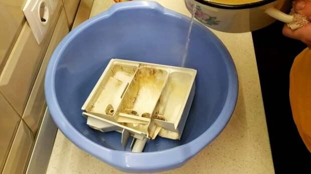 Как отмыть лоток стиралки с самыми стойкими отложениями, если их ничего не берет