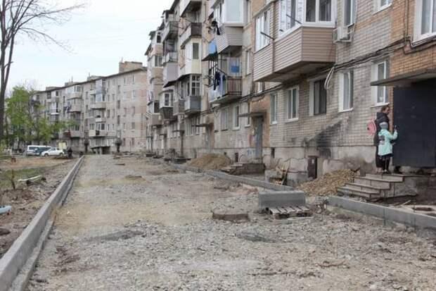 В Артеме приступили к ремонту дворов