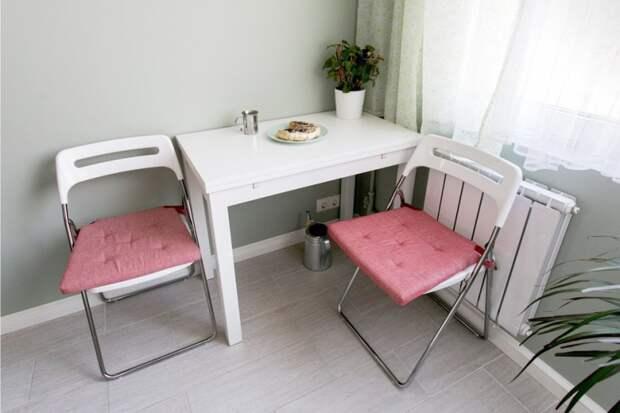Мини-стол и складные стулья