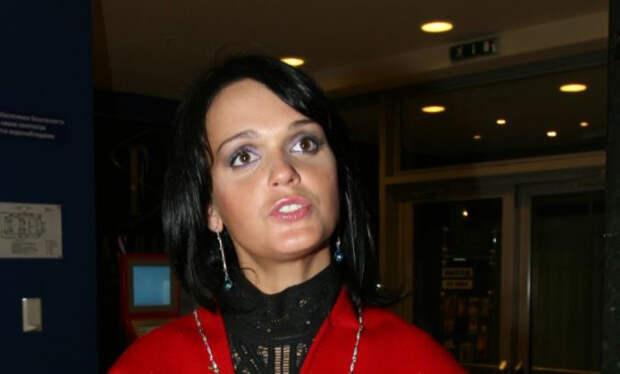 Певица Слава круглосуточно рыдает из-за смерти матери