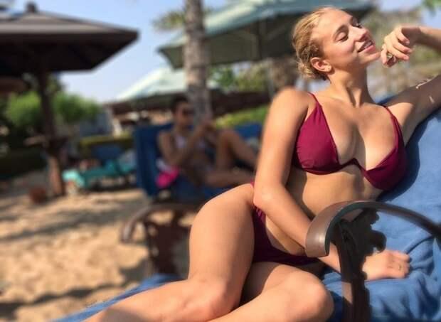 Большая грудь эффектной русской синхронистки не дает покоя ее фанатам: фото, видео