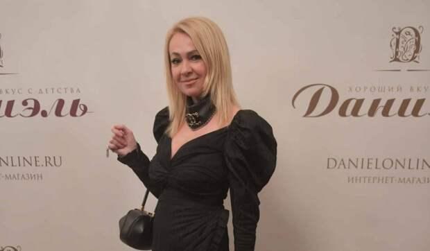 «Фотошоп и невиданные деликатесы»: Яна Рудковская вызвала оторопь кукольным видом