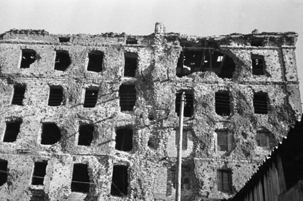 Разрушенный дом Павлова в Сталинграде, в котором во время Сталинградской битвы держала оборону группа советских бойцов.