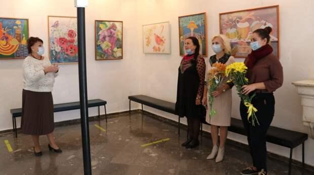 В Феодосии открылась первая персональная выставка Людмилы Кириленко