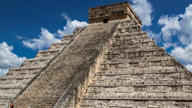 Во время молитвы возле пирамиды майя случилось нечто невероятное