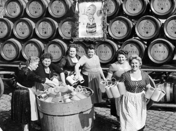 10 исторических фото Октберфеста 1960-х, когда на него приехали первые туристы
