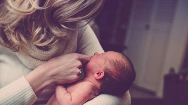 Академик Гинцбург объяснил, зачем вакцинировать кормящих матерей