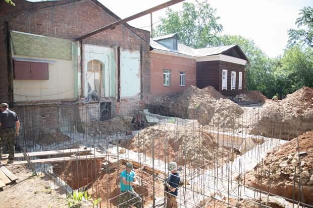 Аварийное здание бывшего диспансера в центре Ижевска отдали под храм