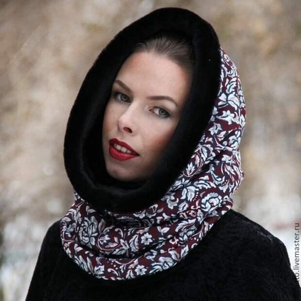 Современные шарфы, платки и снуды для женщин 50+, которые омолодят