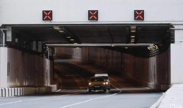 Автомобилистов Москвы предупредили о пробке в Лефортовском тоннеле после ДТП