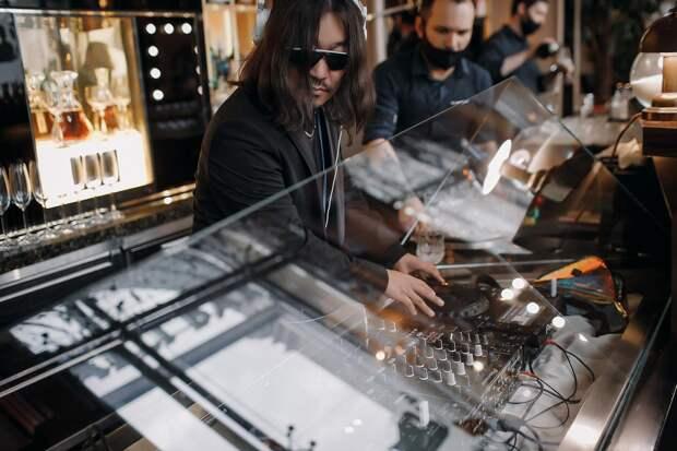 Вайб улиц и роскошь закрытых клубов: ТНТ MUSIC отпраздновал пятилетие