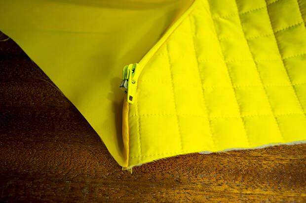 Стачать подкладку с капюшоном по нижнему срезу