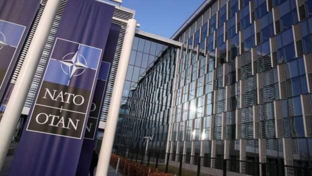 Политолог предсказал появление нового фронта борьбы НАТО с РФ и Китаем